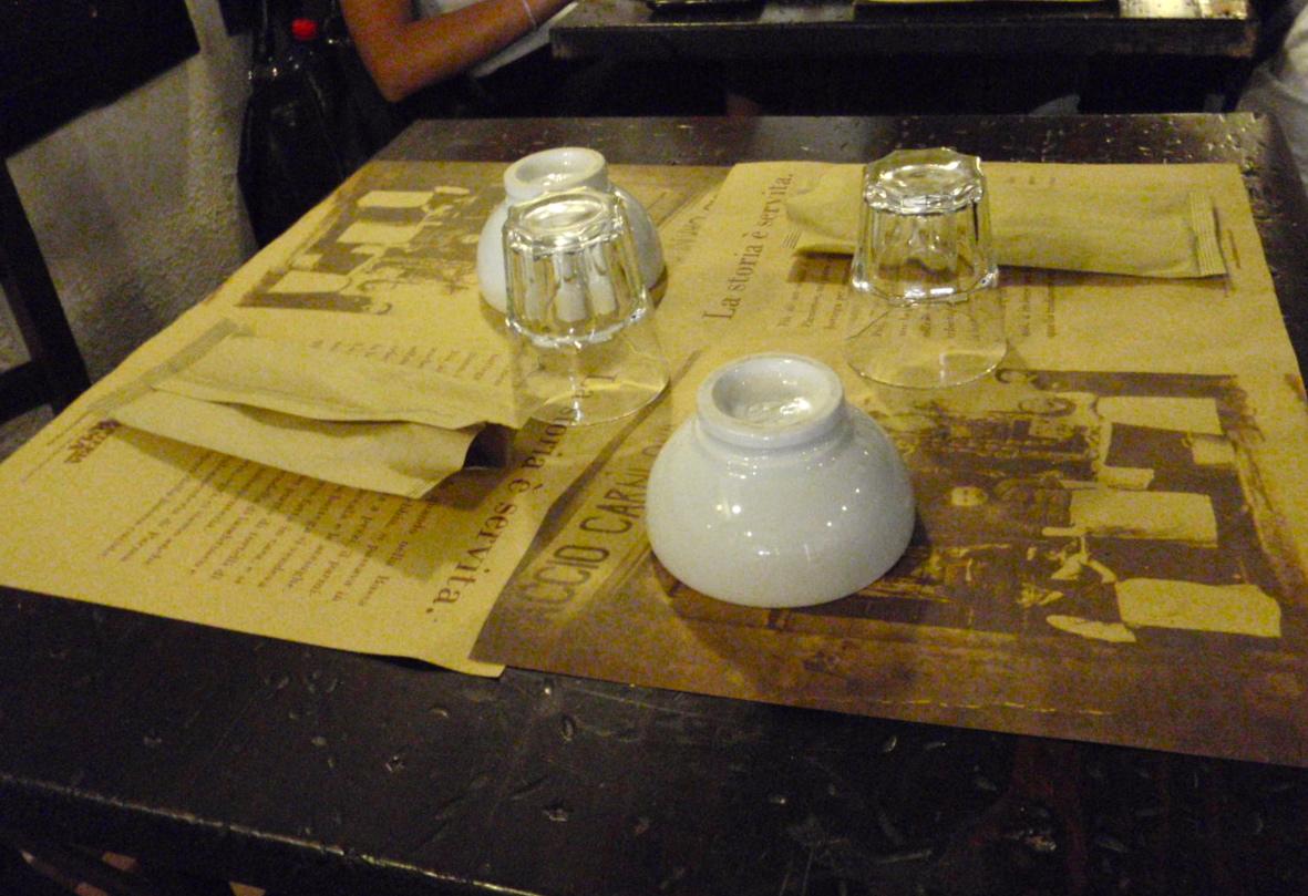 paper place mats w wine bowls